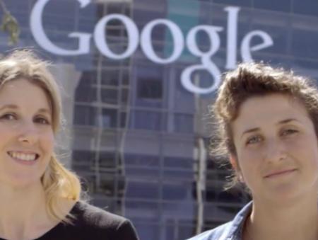 Сотрудницы Google помогают всем желающим заглянуть внутрь компании