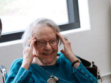 Google помог 97-летней старушке почувствовать себя инженером