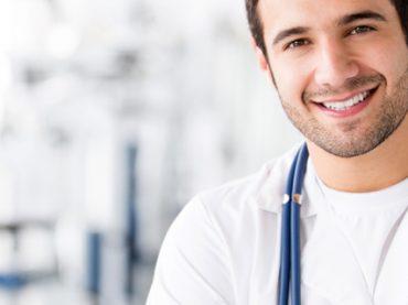 День врача: тенденции на рынке труда и зарплаты