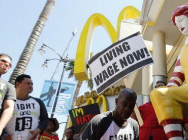 Американцы выйдут на улицы требовать повышения минимальной зарплаты