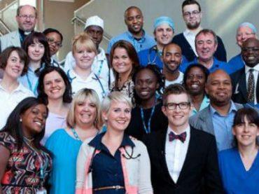 Благотворительный сингл от хора британских медиков возглавил рождественский хит-парад