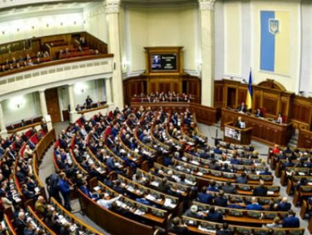 Украинским чиновникам повысят зарплаты и отберут льготы