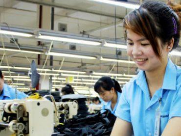 На швейных фабриках во Вьетнаме будут работать штатные акушеры и гинекологи