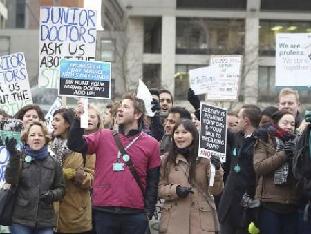 В Великобритании прошла крупнейшая забастовка врачей за последние 40 лет