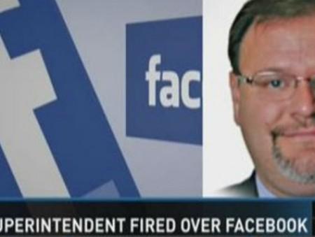 В США чиновника уволили за расистские сообщения на Facebook