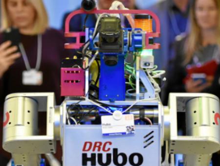 Робот Hubo поделился своими впечатлениями от участия в Форуме в Давосе
