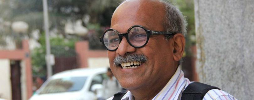 Профессор из Мумбаи собирает деньги на строительство школ в электричках