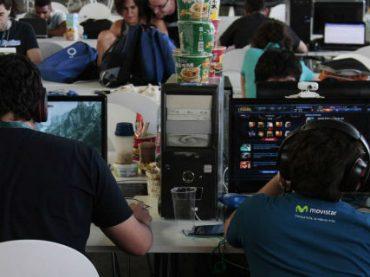 Две трети программистов являются самоучками и зарабатывают больше $100 000 в год – опрос