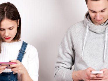 Text neck: как «спасти» свою осанку от смартфона (видео)
