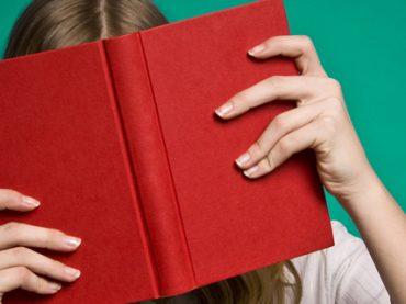 Почитать в субботу: почему одни люди ленивее других, девушки в IT, воспоминания украинцев о первой работе и как начать больше читать