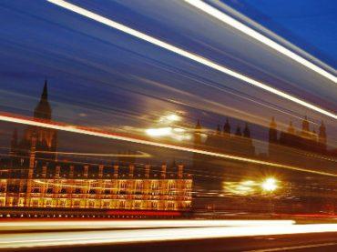 Великобритания планирует платить ученым биткоинами