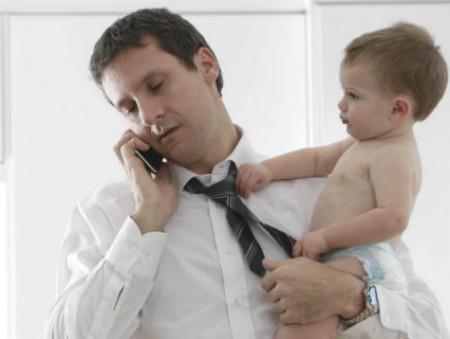 В Великобритании отцы зарабатывают на 20% больше бездетных коллег