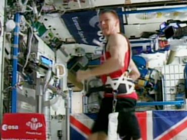 Британский астронавт пробежал марафон в космосе