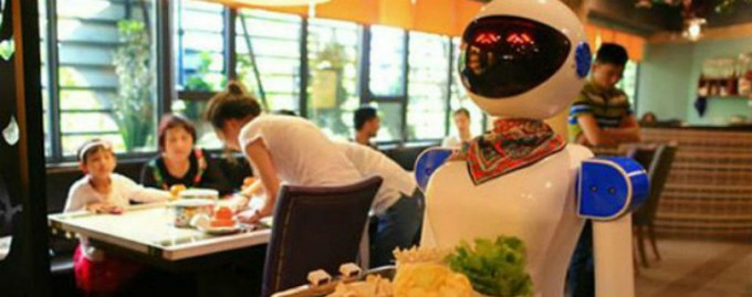 В Китае из-за некомпетентности роботов-официантов закрываются кафе