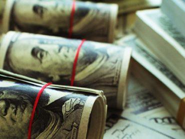 Банки: вакансий стало больше, но зарплаты выросли всего на 13%