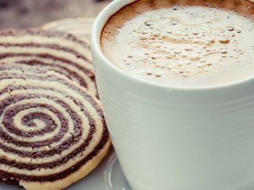 Бодрость на завтрак: 7 научных способов проснуться без кофе (видео)