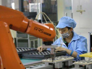 Производством iPhone займутся роботы вместо 60 тысяч рабочих