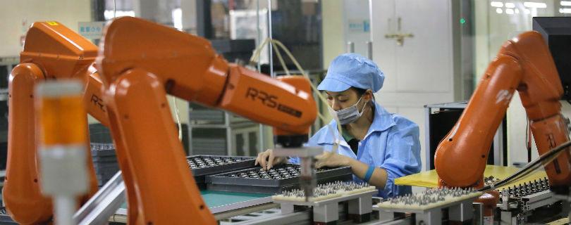 Производством iPhone займутся роботы