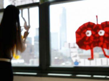 Офисные сотрудники в Нью-Йорке устроили «войну стикеров» (фото)