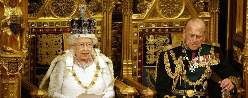 Елизавета II намерена пересадить британцев на беспилотные авто