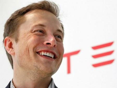 Илон Маск извинился за низкие зарплаты для рабочих