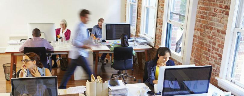 Молодые сотрудники вынуждены перерабатывать, чтобы рассчитывать на карьеру – исследование