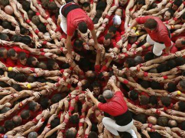 200 китайских рабочих построят «человеческую башню» в Испании