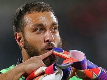 Иранского футболиста дисквалифицировали за фотографию в желтых штанах
