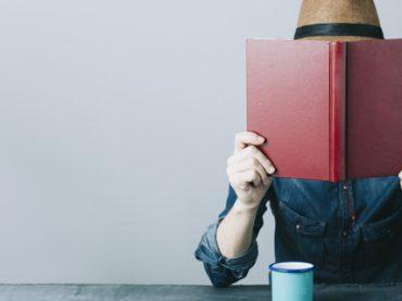 Почитать в субботу: приложения для борьбы с ленью, как стать телеведущим, обзор лучших стажировок лета и почему нужно устраивать себе «дни тишины»