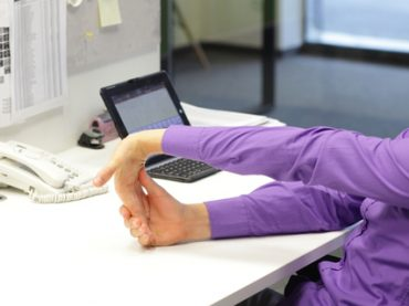 5 упражнений, которые можно делать прямо в офисе