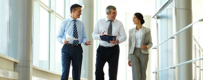 Ученые советуют совмещать деловые встречи с прогулками