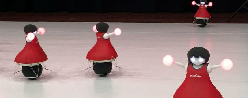 В Японии устроили шоу роботов-чирлидеров