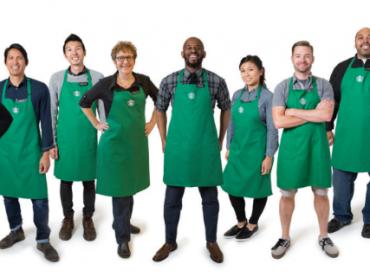 Мировая сеть кофеен Starbucks смягчила дресс-код сотрудникам, чтобы они смогли самовыражаться