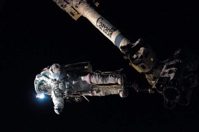 Космическая прогулка: астронавт рассказал, как работать в открытом космосе