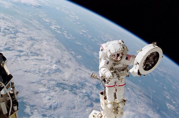 Космическая прогулка: астронавт рассказал о своей работе в открытом космосе (фото)