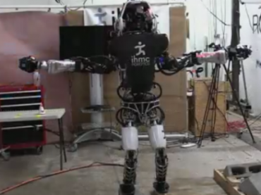 Робот Atlas научился ходить по тоненькой дощечке, удерживая равновесие
