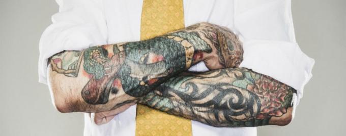 Работодателям советуют не судить кандидатов из-за их татуировок