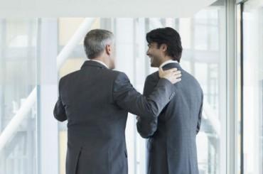 Женщинам-ученым сложнее добиться похвалы коллег, чем мужчинам
