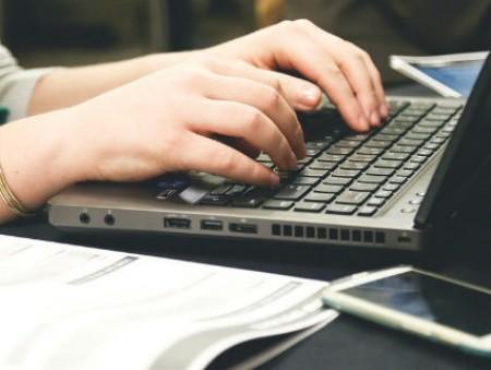Офисные сотрудники тратят три месяца в год на проверку электронной почты