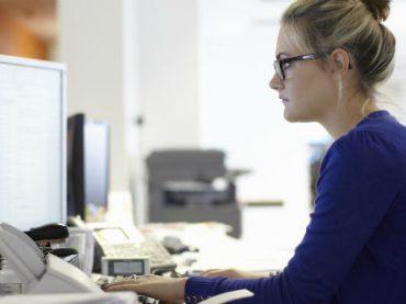 Украинские женщины в среднем зарабатывают на 35% меньше, чем мужчины – отчет WEF