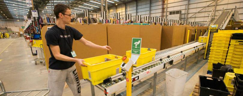 Amazon использует роботов для обучения временных рабочих