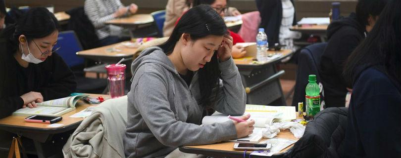 Из-за вступительных экзаменов в Южной Корее отменяют рейсы и перекрывают дороги