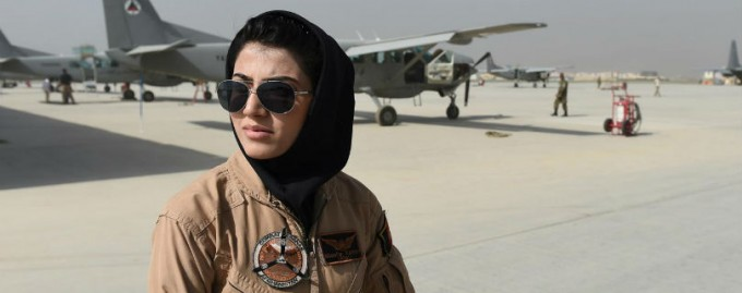 Первая афганская женщина-пилот просит убежища в США