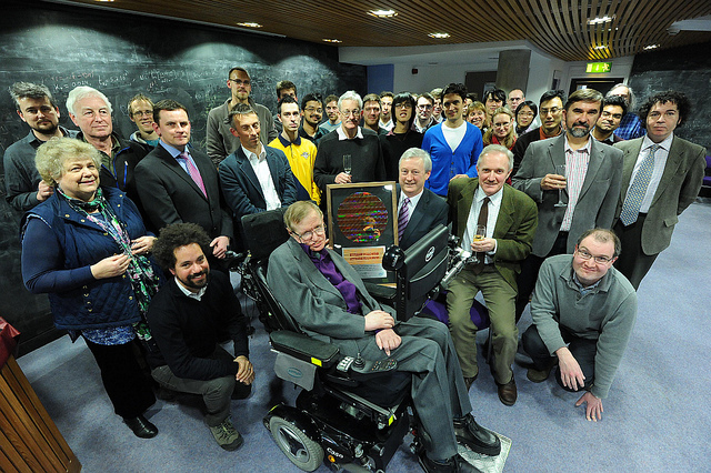 Стівен Хокінг: про нездобуту Нобелівську премію, чорні діри та поворотний момент фізика, який відкидає всі перешкоди