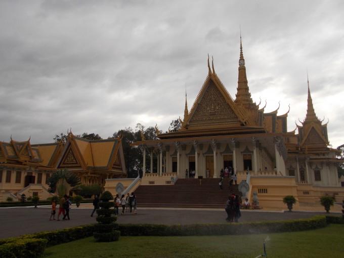 О бизнесе без налогов, работе в NGO, жареных пауках и зарплате $4500: жизнь украинца в Камбодже