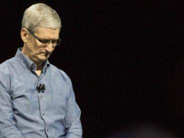 Неудачи Apple отразились на зарплате Тима Кука