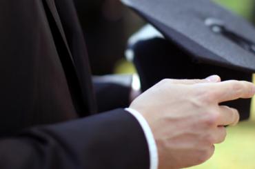 Опрос: можно ли построить карьеру без высшего образования?