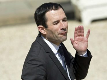 Французам обещают базовый доход, легализацию марихуаны и налог на роботов
