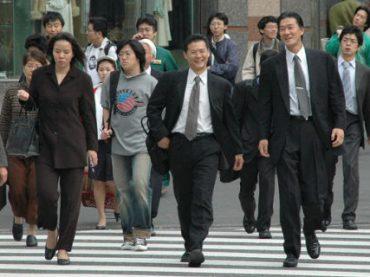 Власти Японии призывают сограждан меньше работать