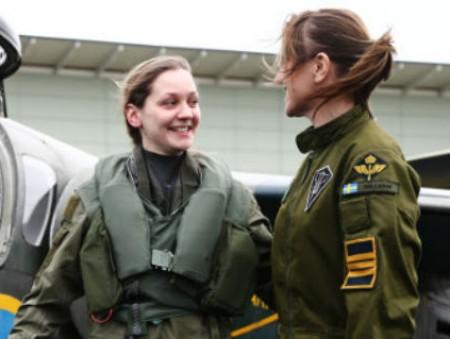 22-летняя шведка стала первой женщиной-пилотом боевого самолета за 26 лет
